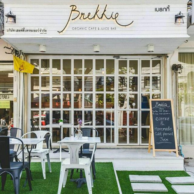 Brekkie Organic Cafe: Healthy Cafe & Juice Bar in Bangkok - Broc And